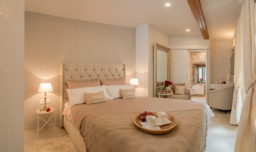 Jupiter Lux Rooms 1 - deluxe double room with private bathroom - 100 m from Riva promenade
