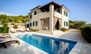 Luxury Villa on a hill with a beautiful sea view - AE1175