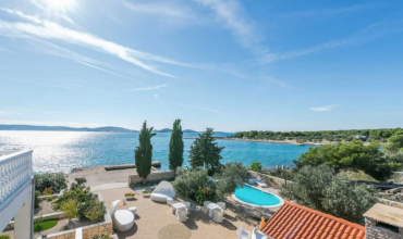 Peaceful beach side Villa with a stunning garden with 8 bedrooms - AE1189