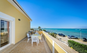 Beachfront sea view Two bedroom apartment with balcony Nin Zdrijac AE1014