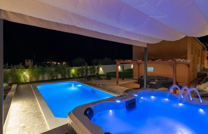 Villa Village Idylle with pool, sauna and jacuzzy