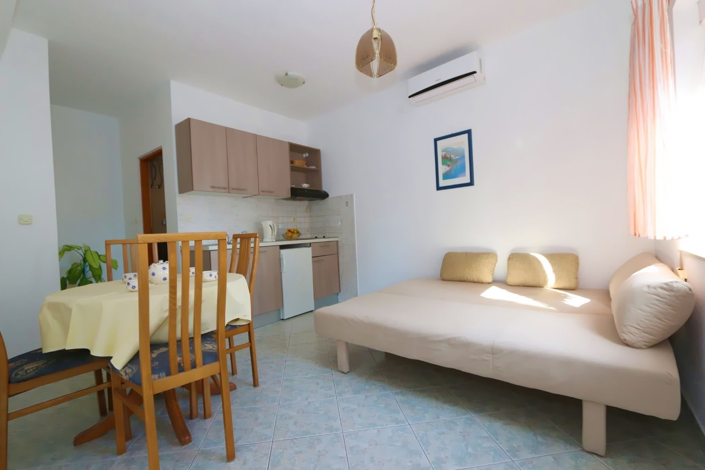 Sunny apartments with sea view in the center of Novalja - bungalow - AE1425
