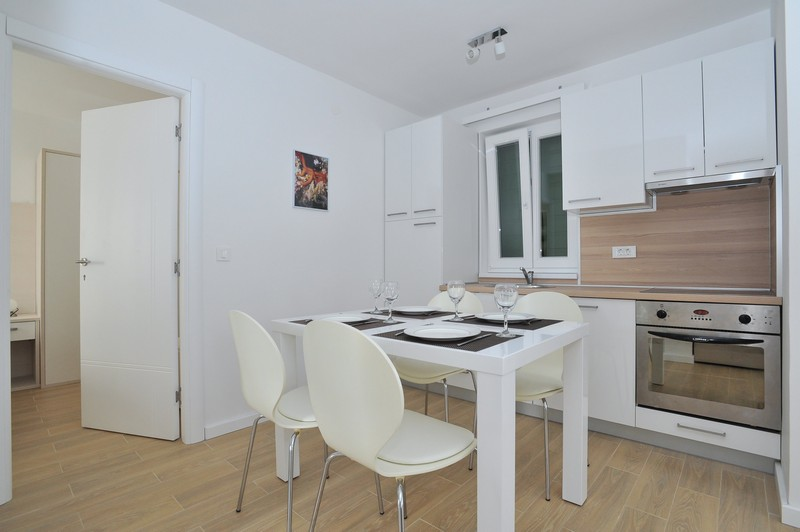 Lux one bedroom apartment with terrace and pool- crt3