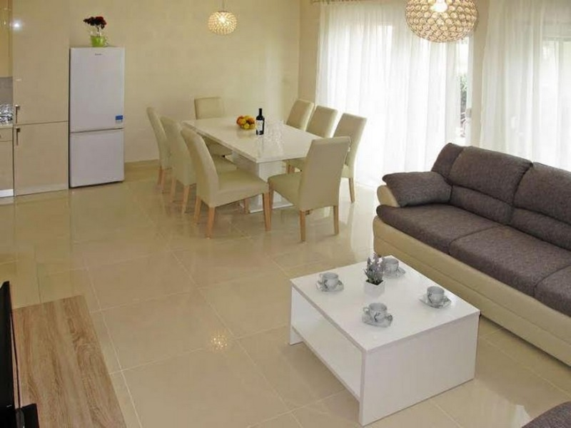 Orange-Four bedroom apartment with terrace